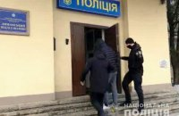 """В Одеській області ймовірні шахраї на """"Мерседесі"""" наїхали на поліцейських і пошкодили два авто"""