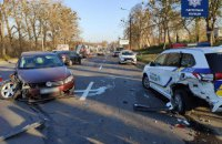 В Ровно пьяный водитель на Volkswagen протаранил припаркованный автомобиль патрульных
