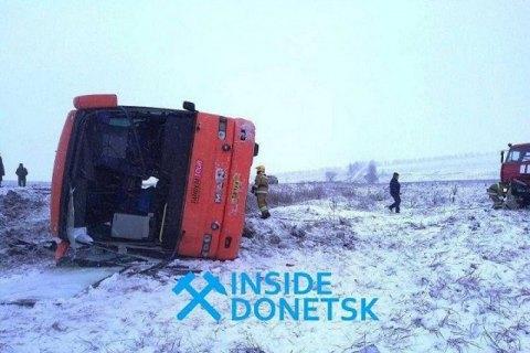 """Автобус """"Горловка - Севастополь"""" перевернулся на трассе возле Новоазовска, есть жертвы"""