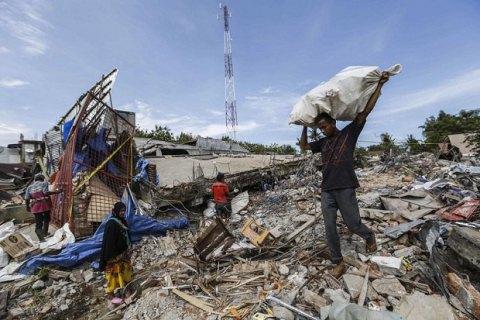 Десятки людей загинули в результаті сильного землетрусу в Індонезії (оновлено)