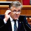 Уряд Яценюка обслуговує інтереси олігарха Коломойського?