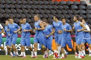 Французькі футболісти передали українському Червоному Хресту ліжка для хворих на СНІД