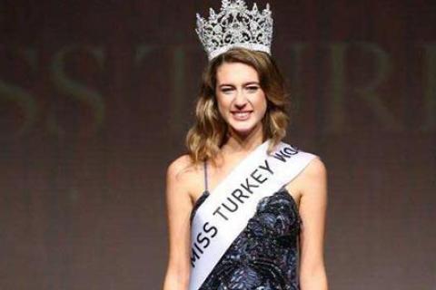 """""""Мисс Турция"""" лишена титула из-за твита про военный переворот"""