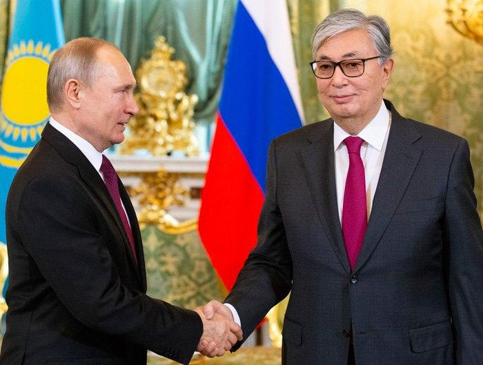Касым-Жомарт Токаев и Владимир Путин во время встречи в Кремле, Москва, 3 апреля 2019.