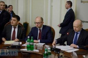 Яценюк выступил за публичность процесса принятия новой Конституции