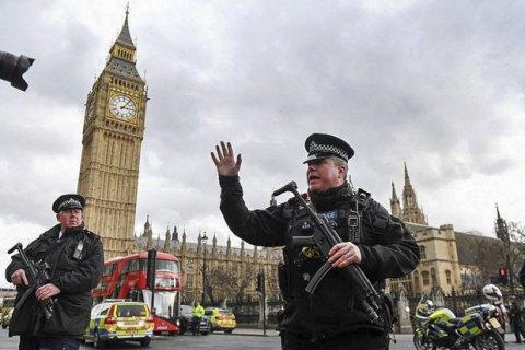 Біля будівлі парламенту Британії відкрили стрілянину, є постраждалі (Оновлено)