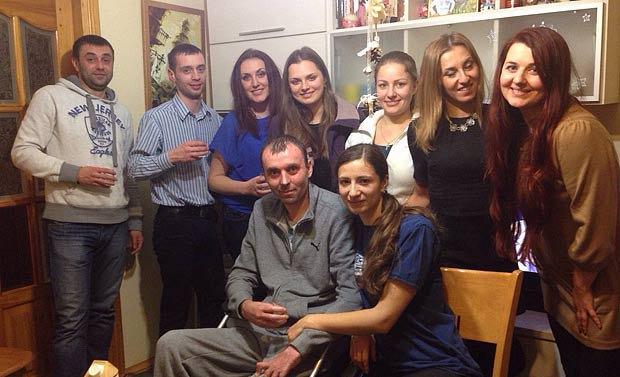 На зимові свята, які Андрій з дружиною провели у Львові, до них в гості завітали київські волонтери