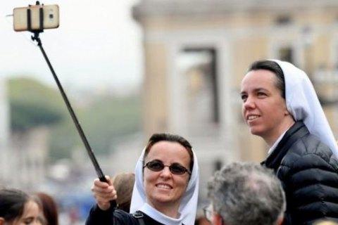 Папа Римский издал для монашек инструкцию пользования соцсетями