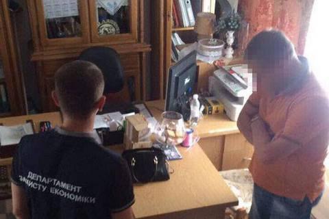 Чиновник Хмельницкого облсовета попался на взятке $50 тысяч