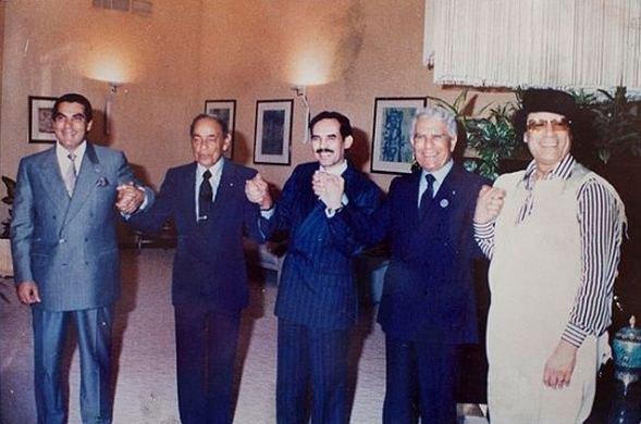 Второй президент Туниса Зин эль-Абидин Бен Али, король Марокко Хасан II, президент Мавритании Маауйя Ульд Сид Ахмед Тайя, президент Алжиа Шадли Бенджедид и полковник Муаммар Каддафи.
