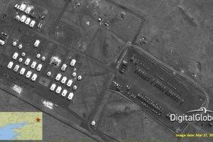 Війська РФ стягують військову техніку та виставляють вогневі позиції біля кордону з Україною, - РНБО