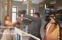 В Верховной Раде женщина напала на нардепа Потураева