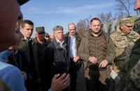 Послы США, Германии, Франции и Британии посетили зону ООС возле Золотого и Петровского