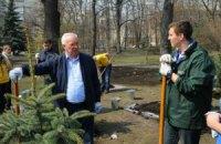 """Азаров насчитал 5,5 млн """"патриотов"""" на субботнике"""