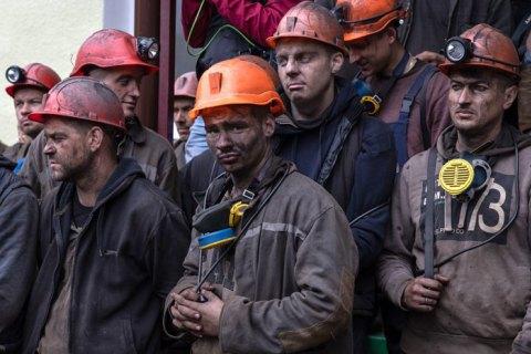 """Працівники шахти """"Капітальна"""" піднялися на поверхню після двох днів перебування під землею через борги із зарплати"""