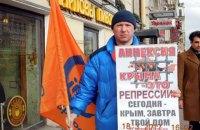 В Петербурге задержали активиста за одиночный пикет против нарушения прав человека в Крыму