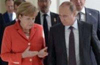 """Меркель поговорила с Путиным об обмене удерживаемыми лицами и """"Северном потоке-2"""""""