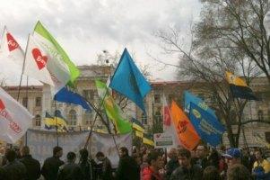 До суду в Києві підтягуються прихильники Тимошенко