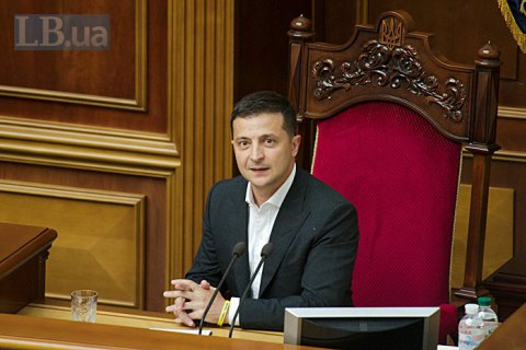 Зеленский поручил Раде отменить мораторий на продажу земли до декабря