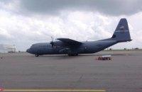 У Дніпропетровську сів американський військовий літак із сенатором Маккейном