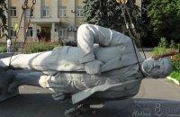 У Генічеську демонтували пам'ятник Леніну