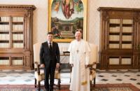 Зеленський привітав Папу Римського Франциска з восьмою річницею обрання