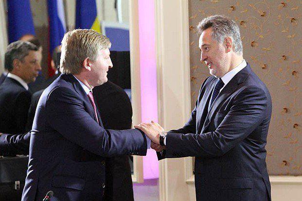 Ринат Ахметов (слева) и Дмитрий Фирташ помогли государству избавиться от энергокомпаний и облгазов