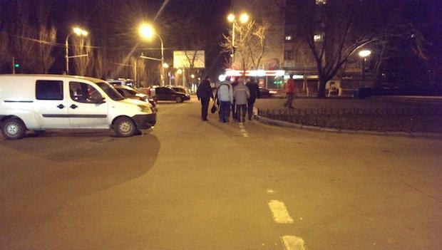 Одна из групп патрулирует улицы возле памятника Гоголю