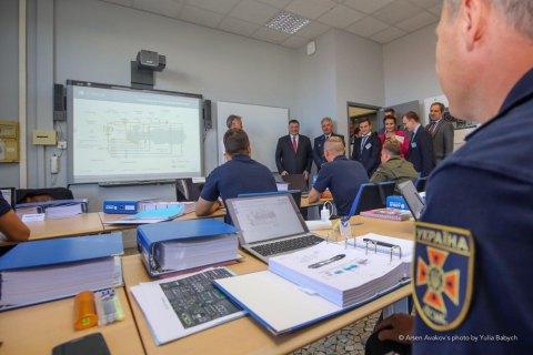 Восемь украинских пилотов проходят подготовку во Франции, - Аваков