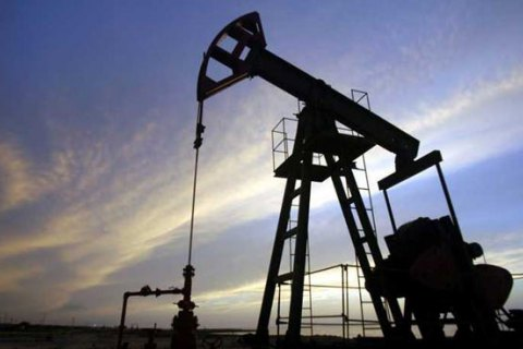 Экспортеры нефти договорились продлить ограничение на объемы добычи