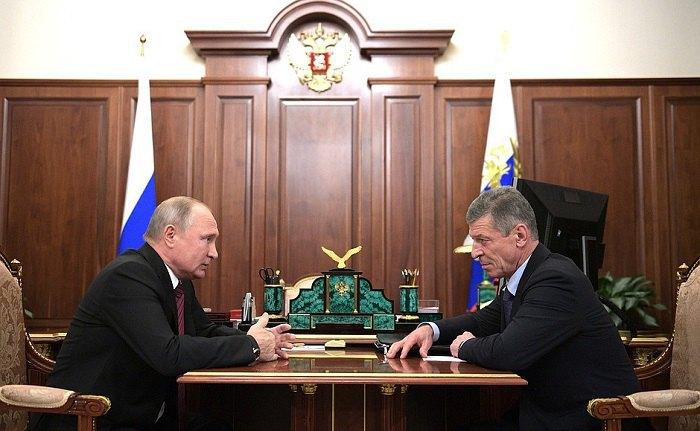 Президент РФ Путин и ныне заместитель главы АП - Дмитрий Козак