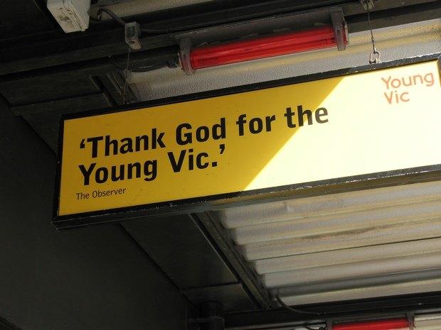 Вывеска возле театра Young Vic