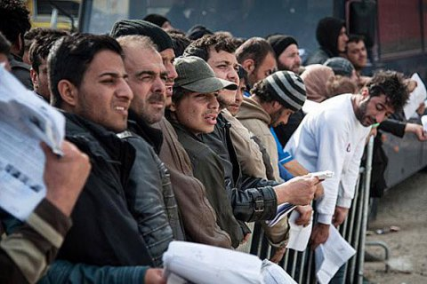 ЕС пригрозил Венгрии и Польше штрафами за отказ принимать беженцев