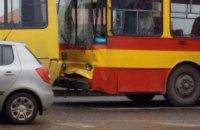 Во Львове троллейбус въехал в маршрутку