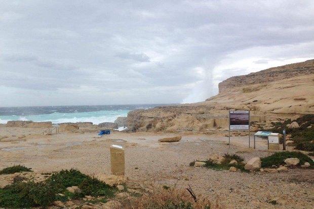 Вид на море, где раньше стояла скала