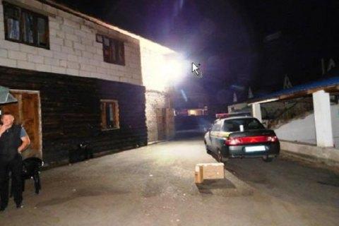 Под Киевом грузчик забил молотком начальницу зазапрет курить