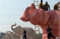 В Индии к выборам спешно накрывают статуи слонов