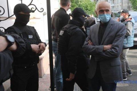 """В """"ЕС"""" заявили, что спецназ ГБР в музее Гончара напал на журналиста и украл таможенные декларации на картины"""
