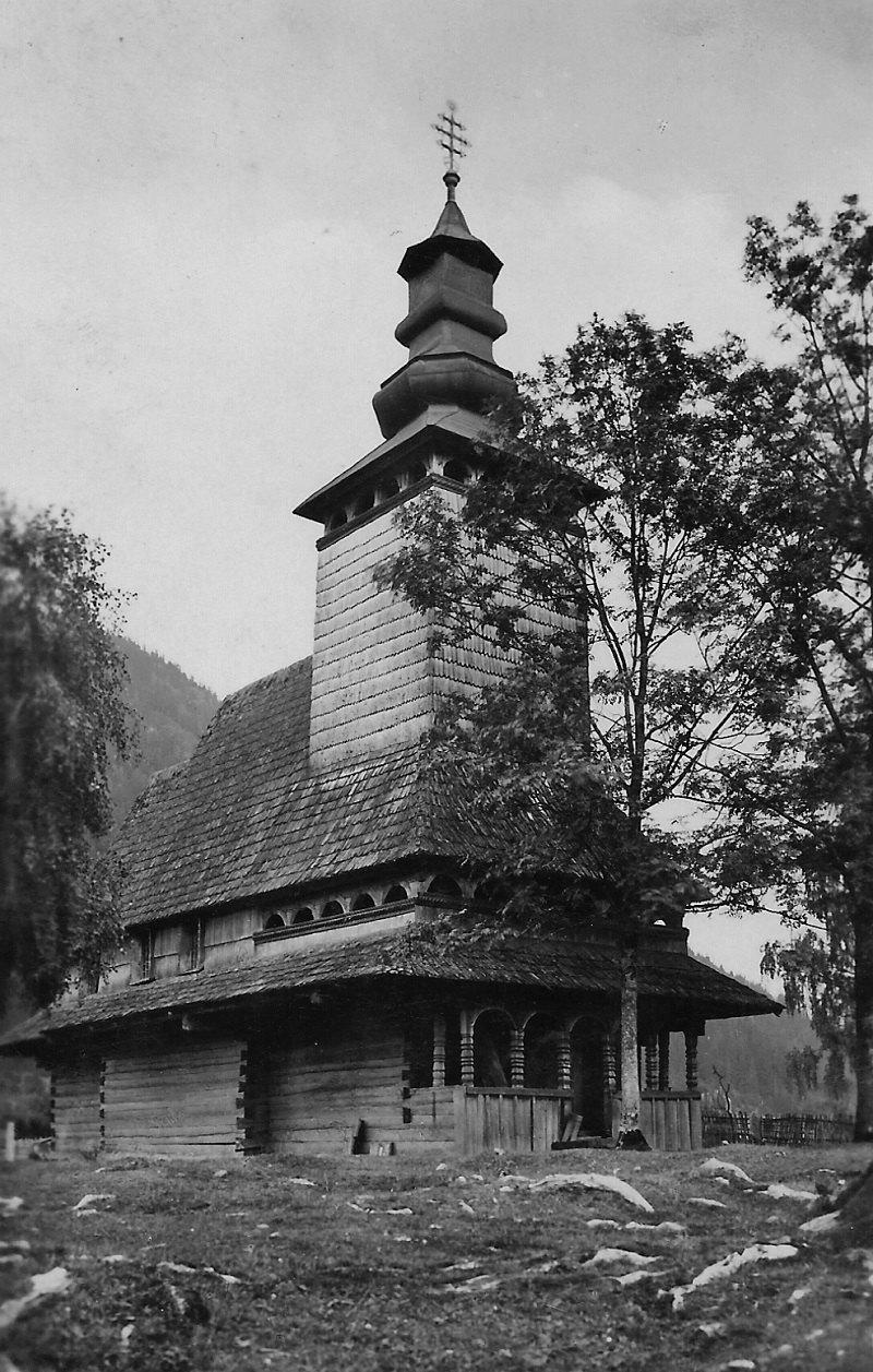 Церква XVIII ст. у селі Верхній Бистрий, спалена через міжконфесійний конфлікт у 1935 році. Листівка поч. 1930-х років