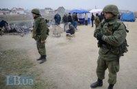 Російські військовослужбовці не дали журналістам потрапити в українську частину у Феодосії