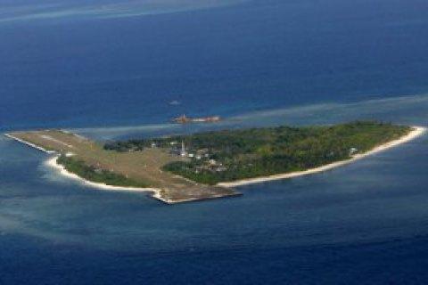 Китайские бомбардировщики впервые совершили посадку на островах в Южно-Китайском море