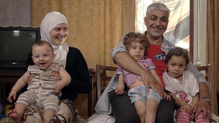 Доктор Альбольболь с супругой Ярославой и детьми в Киеве