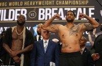 Уайлдер важким нокаутом у першому раунді захистив пояс WBC і змусив задуматися Усика