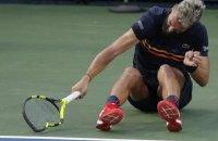 Французский теннисист сломал две ракетки после проигранного гейма на турнире в Вашингтоне (обновлено)