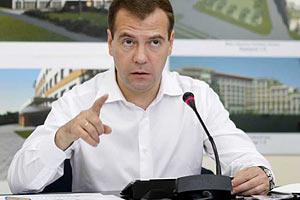 Медведев предложил крупному бизнесу определиться, с кем они: с ним или с Путиным
