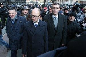 Лидеры оппозиции пошли на круглый стол с Януковичем