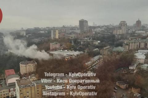 У центрі Києва загорілися склади