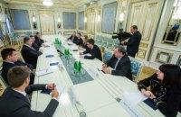 Порошенко призвал французских депутатов избегать любых контактов с оккупационными властями Крыма