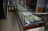 У Чорноморську грабіжники протаранили двері ювелірного магазину і викрали прикрас на 2 млн гривень