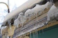 В центре Киева глыба льда убила женщину